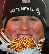 Anja Pärson har blivit historisk. Ingen annan åkare har tagit guld i alla fem tävlingsgrenarna i utförsåkning. Foto: Allessandro Trovati/Scanpix